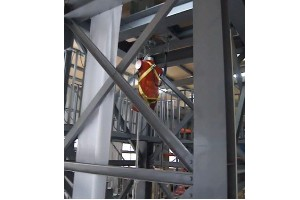 Dynamic performance tester of personal fall arrest systems